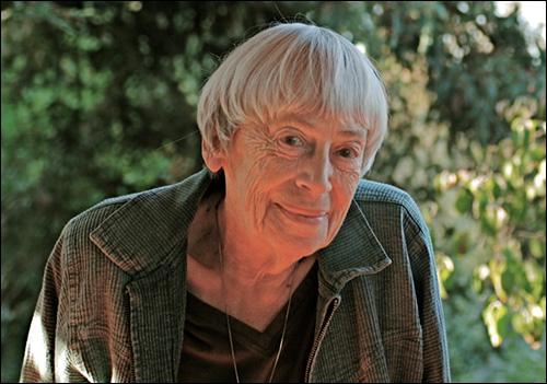 Ursula K. Le Guin'e Üstün Katkı Madalyası