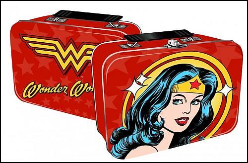 Wonder Woman'lı Beslenme Çantasıyla Okula Giden Kıza Okuldan Uyarı Gönderildi