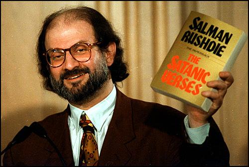 """Hintli Eski Bakan: """"Salman Rushdie'nin Şeytan Ayetleri Eserini Yasaklamamız Yanlıştı"""""""