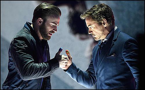 Captain America ve Iron Man'den Ödül Töreninde Parmak Güreşi