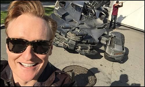 Conan O'Brien Batmobil'le Tur Attı